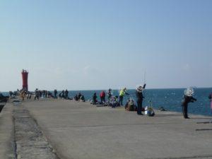 赤羽根漁港の堤防の様子