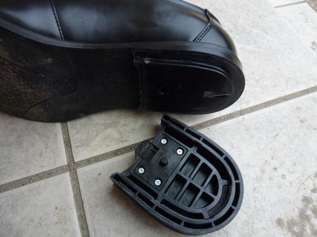靴からヒールを外した写真2