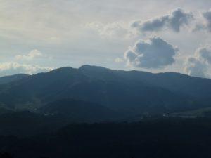 大日ヶ岳を望む