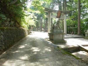 車で日枝神社入口側の道を上がりきったところ