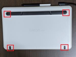 【Wacom One 液晶ペンタブレット 13】背面のゴム脚